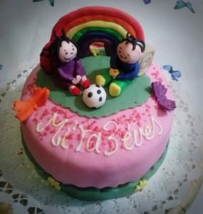 Rózsaszín Bogyó és Babóca torta