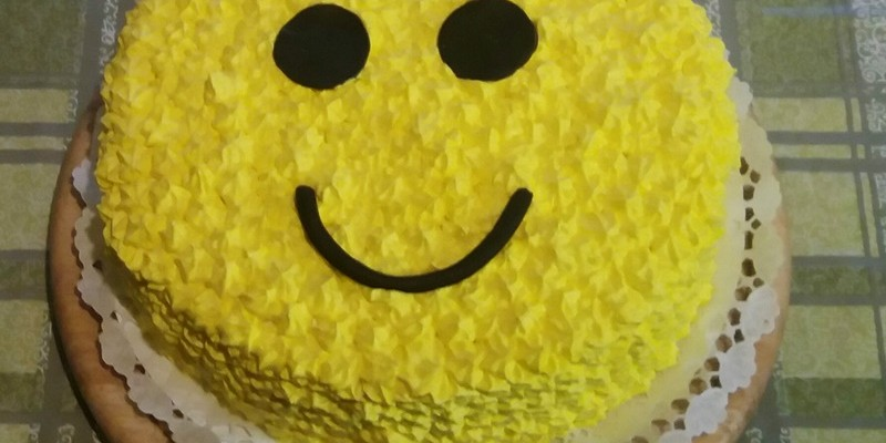 Smiley torta kidiszítve