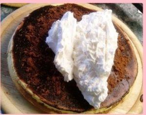 csokis keksz torta megkenése vanília krémmel