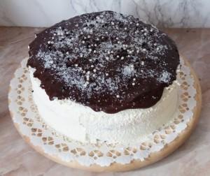 csokival-leontott-torta