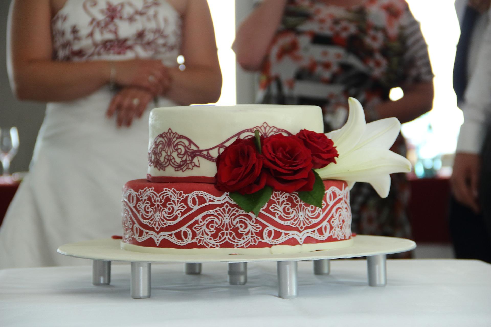hagyományos-esküvői-torta
