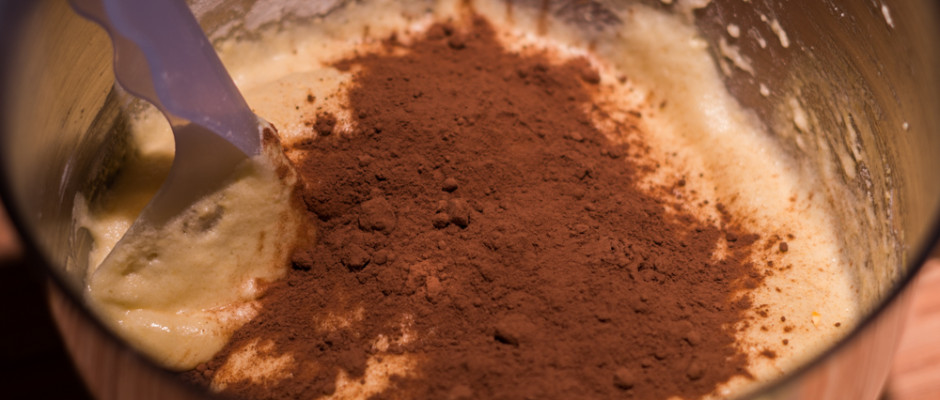 oreo torta- -kakaópor habba keverése