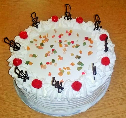 Oroszkrém torta kandírozott gyümölcsökkel