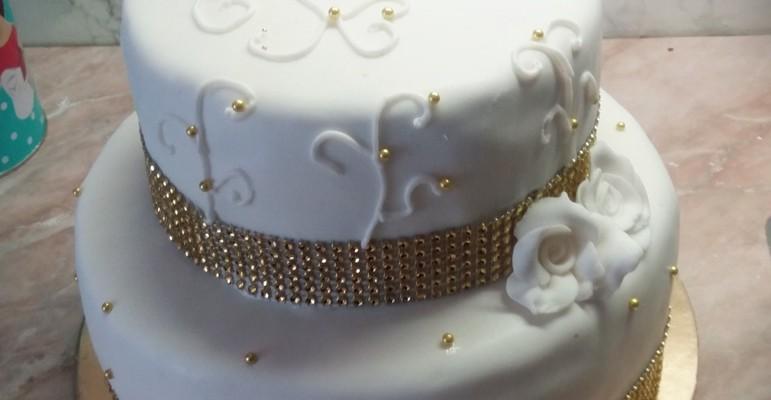 Strassz szalag tortára, emeletes torta