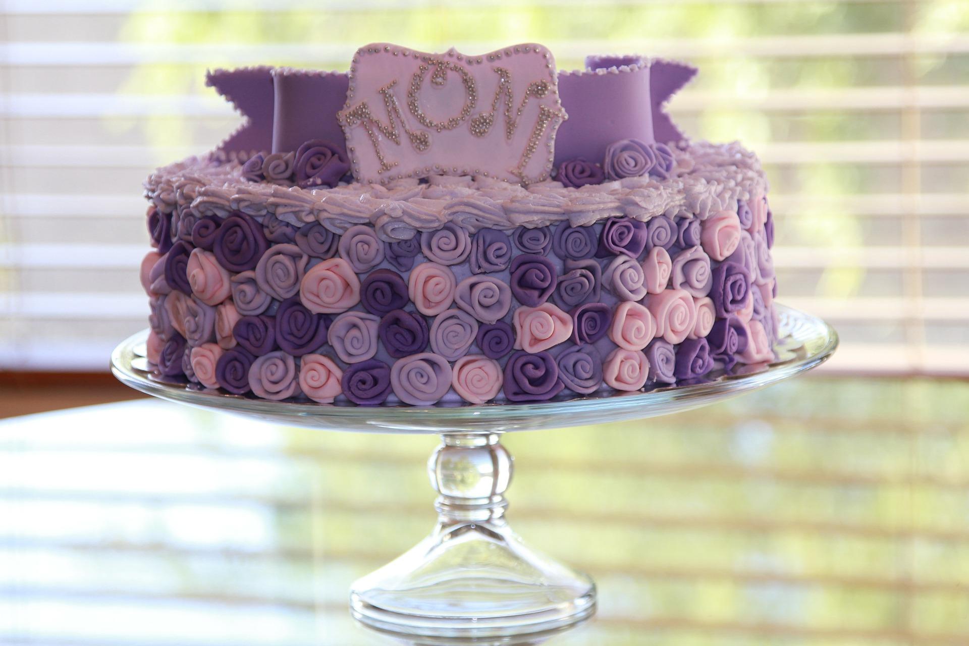 Szép torták lila rózsás torta
