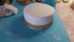 torta-szalaggal