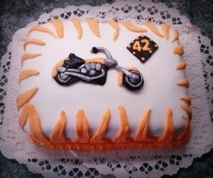 tuzes-motoros-torta