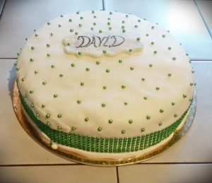 zold-szalagos-torta