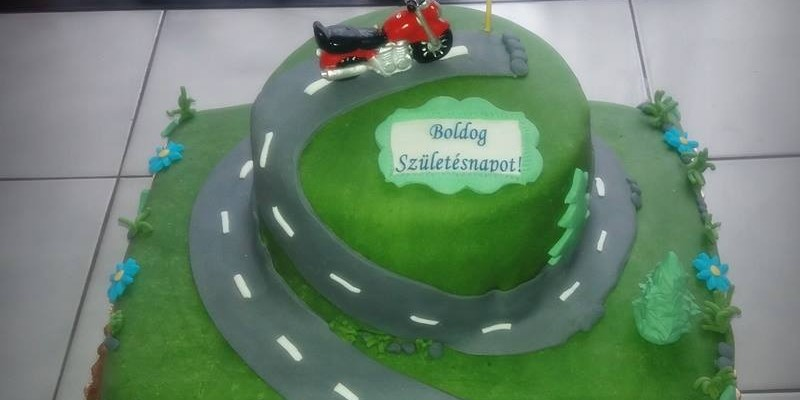 emeletes-motoros-torta
