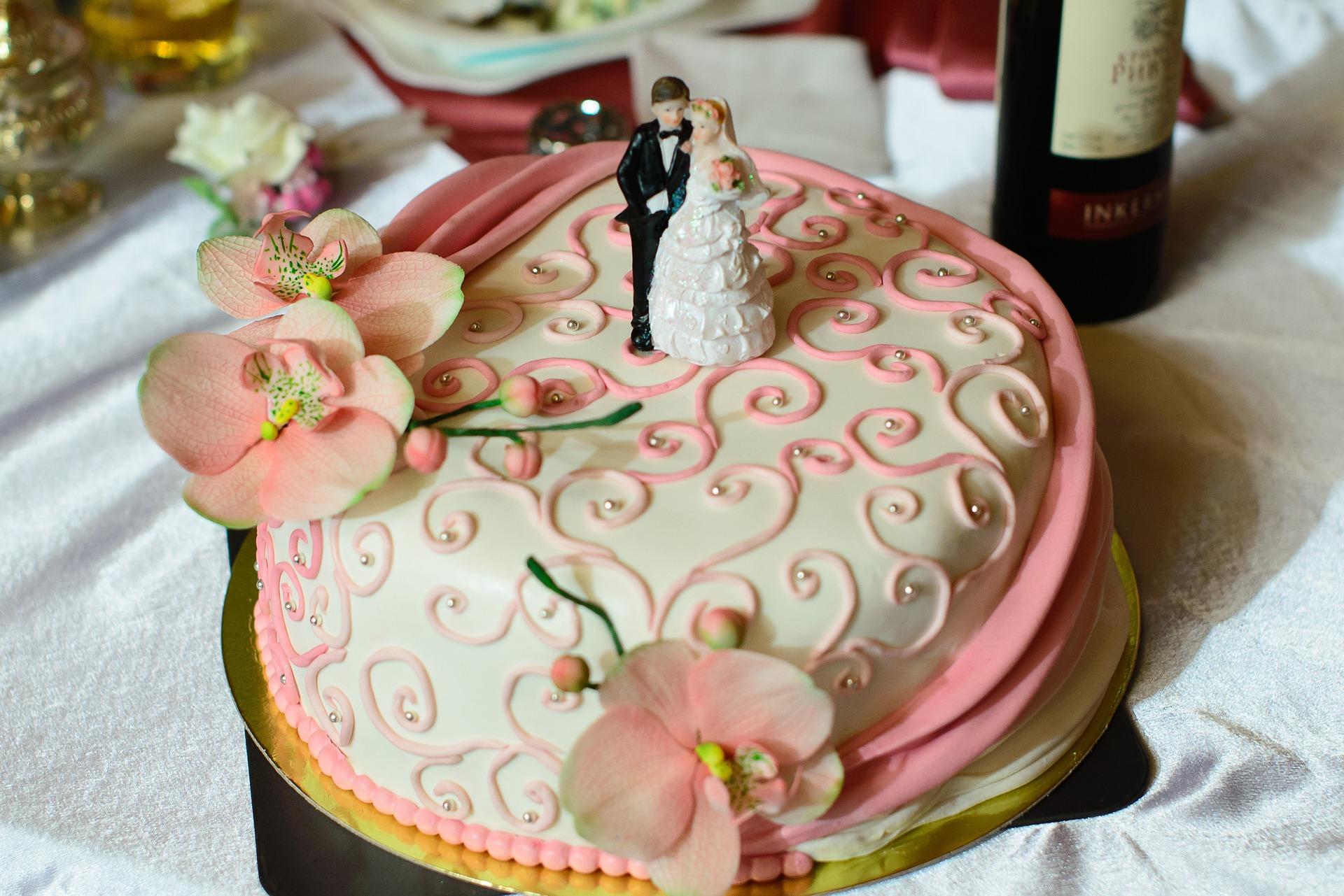 esküvői torta díszítése Esküvői torta típusok   Tortareceptek esküvői torta díszítése